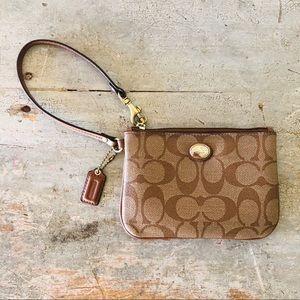 ♥️ Coach ♥️ Brown Leather Wristlet